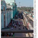 № 5802256: Поезд ожидающий отправления на железнодорожном вокзале города Омска
