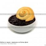 № 5876762: Песочный бублик в чашке с вареньем на белом фоне