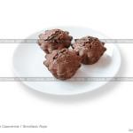 № 5869311: Шоколадные кексы с начинкой внутри — Фонданы на белом фоне