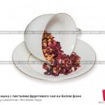 № 6214864: Чайная чашка с листьями фруктового чая на белом фоне