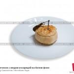 № 6441582: Яблоко печеное с медом и корицей на белом фоне